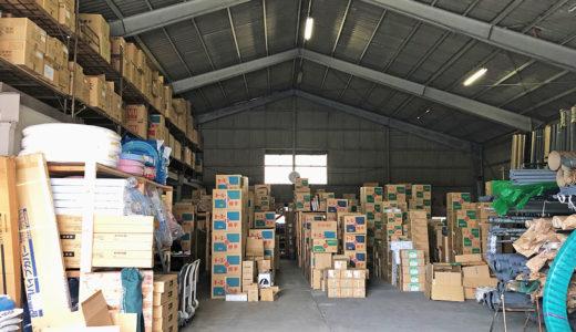 トラックが楽々入る広い倉庫です!